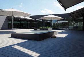 Sustainable atrium areas | Prüfing primary school | Manufacturer references | MYDECK