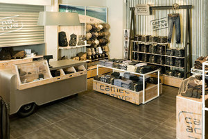 THE ROADSIDE CONCEPT – worldwide Camel Active Store Design | Negozi - Interni | Jörg Mennickheim
