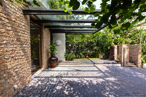 Tan's Garden Villa | Casas Unifamiliares | Aamer Architects