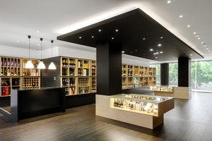 Bottles' Congress | Intérieurs de magasin | Tiago do Vale Arquitectos