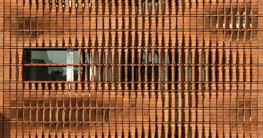 Cloaked in Bricks | Mehrfamilienhäuser | Admun Design & Construction Studio