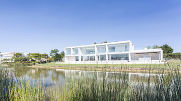 Casa Frente Al Lago | Case unifamiliari | Nicolas Pinto da Mota