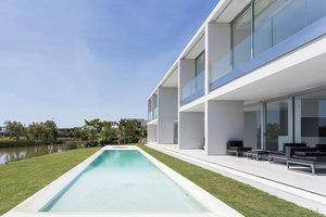 Casa Frente Al Lago | Einfamilienhäuser | Nicolas Pinto da Mota