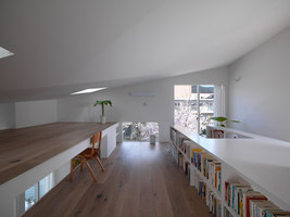 The Corner house in Kitashirakawa | Detached houses | UME architects