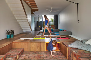 Mills, The Toy Management House | Adosados | Andrew Maynard Architects