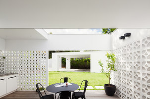 Breeze Block House | Detached houses | Architect Prineas