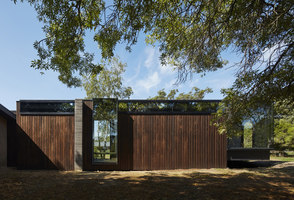 A Pavilion Between Trees | Casas Unifamiliares | Branch Studio Architects