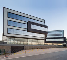 Quest | Bâtiments administratifs | MM18 Arquitetura