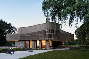 Discovery and Services Center for the Îles-de-Boucherville Sépaq National Park | Verwaltungsgebäude | Smith Vigeant Architects
