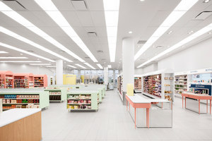 Uniprix Kieu Truong | Intérieurs de magasin | Jean de Lessard