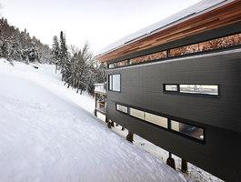 Laurentian Ski Chalet | Casas Unifamiliares | RobitailleCurtis