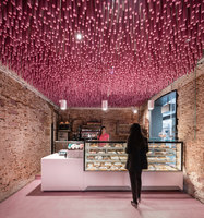 12,000 pink-painted wooden sticks | Café interiors | Ideo Arquitectura