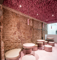 12,000 pink-painted wooden sticks | Café-Interieurs | Ideo Arquitectura