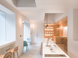In and between boxes: Atelier Peter Fong | Café interiors | Lukstudio