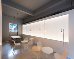 In and between boxes: Atelier Peter Fong | Café-Interieurs | Lukstudio