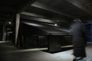 Black Cant System - HEIKE fashion brand concept store | Shop-Interieurs | AN Design Studio