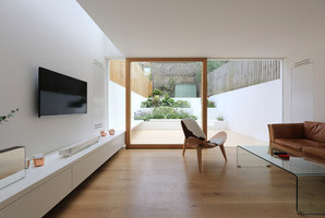 Extension To A Private House | Zweifamilienhäuser | Tamir Addadi Architecture