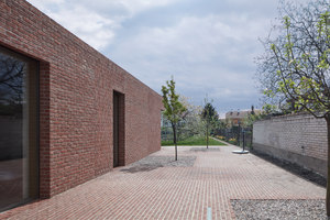 Brick House in Brick Garden | Detached houses | Jan Proksa