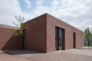 Brick House in Brick Garden | Case unifamiliari | Jan Proksa