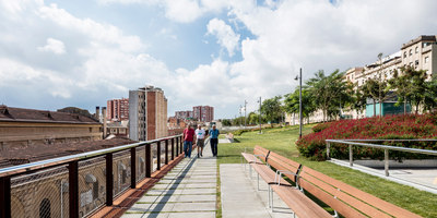 Raised gardens of Sants in Barcelona | Railway stations | Sergi Godia