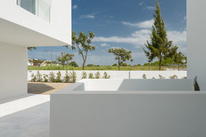 Between Two White Walls | Detached houses | Corpo Atelier