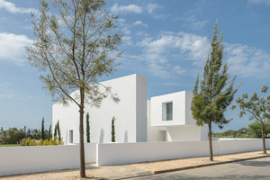 Between Two White Walls | Maisons particulières | Corpo Atelier
