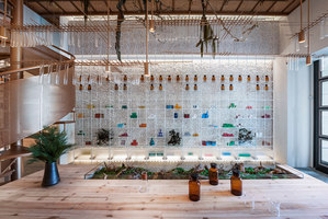 Molecure Pharmacy | Intérieurs de magasin | Waterfrom Design