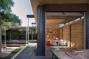 Grasshopper Studio and Courtyard | Detached houses | Wittman Estes Architecture + Landscape