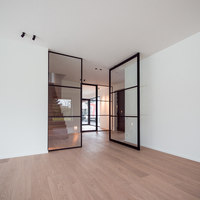 Steel look pivot doors and fixed partitions | Manufacturer references | PortaPivot reference projects