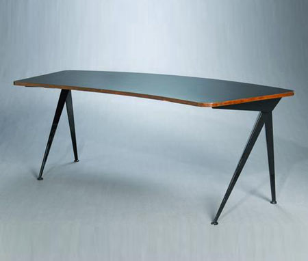 Grand Aile Compass desk