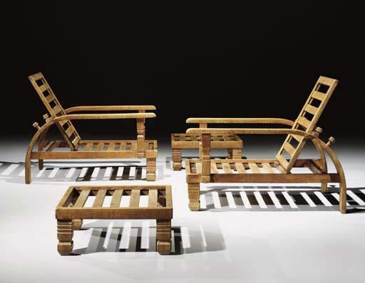 Paire de chaises longues avec repose-pie