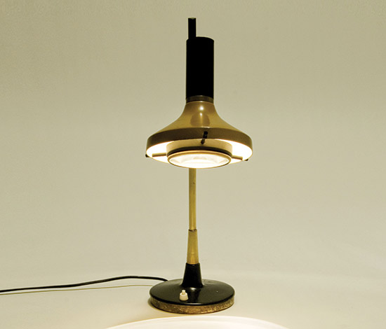 Metal table lamp with glass lens