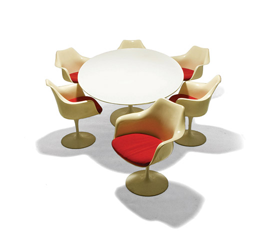 Table and six 'Tulip' chairs