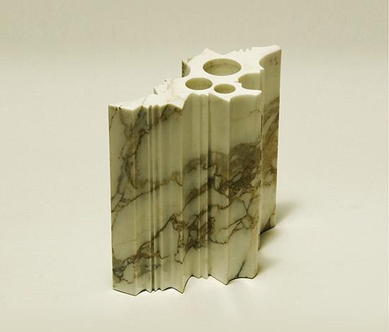 Marble vase, 'Variazioni' series de Della Rocca