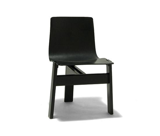 Six black 'Tre 3' chairs de Della Rocca