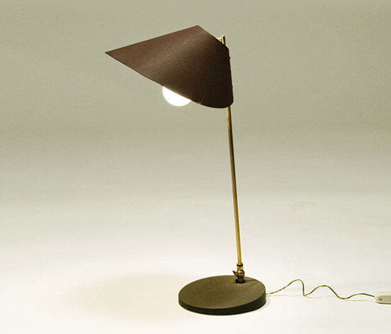 Italian brass and lacquered metal table lamp