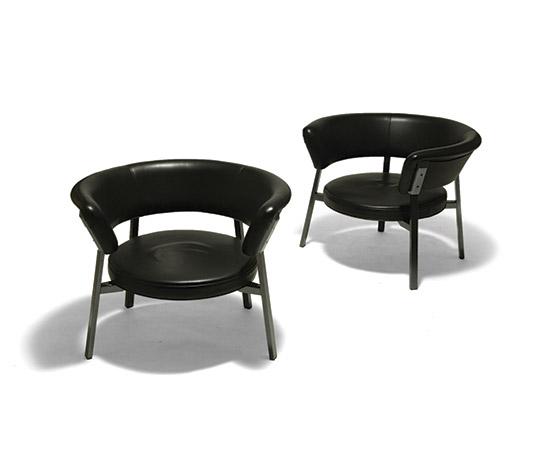 Pair of 'P28' armchairs di Della Rocca