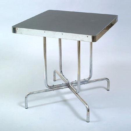 B 57 coffeehouse table di Dorotheum