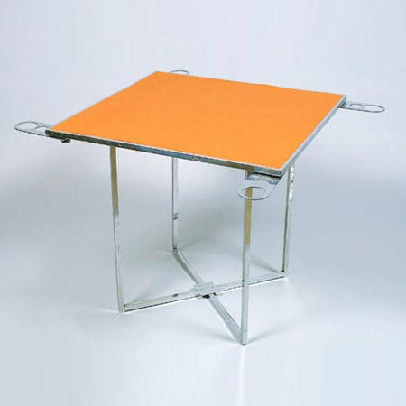 Folding gaming table