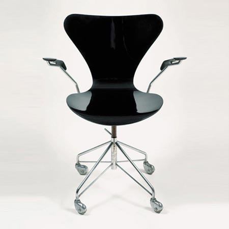 Swivelling armchair Model 3107