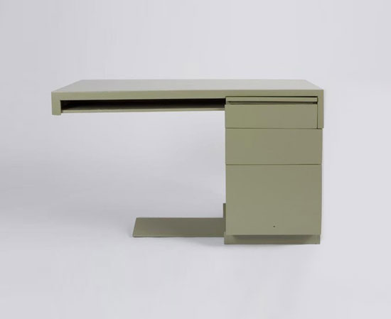 Cantilevered desk