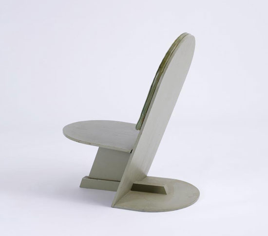 Side chair with uhpolstered back rest