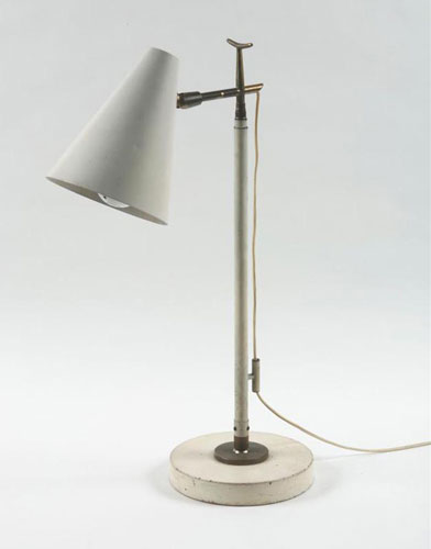 Telescoping floor lamp