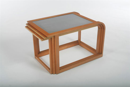 Nesting table set von Los Angeles Modern Auctions