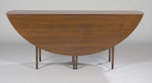 Drop leaf table, model 4913 de Los Angeles Modern Auctions