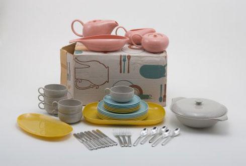 Residential plastic dinnerware