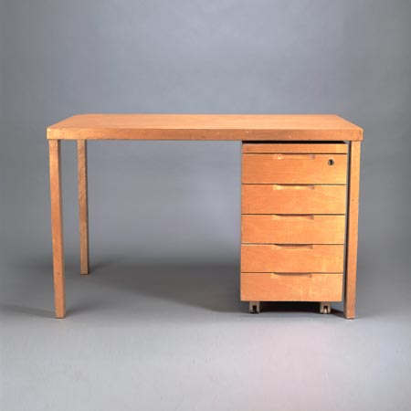 Desk with container '296'