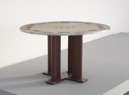 Cible dining table