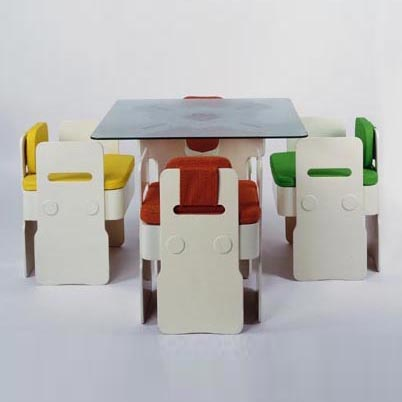 Dining table / four chairs
