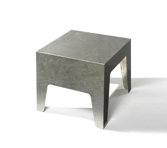 """""""HENNA"""" TABLE"""